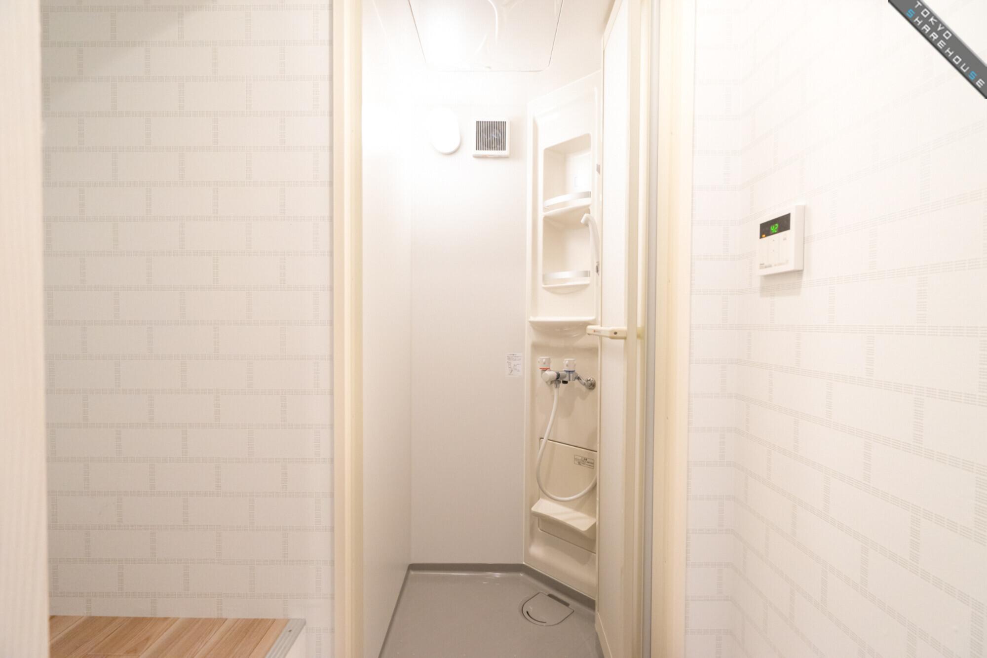 2F_シャワー室_01