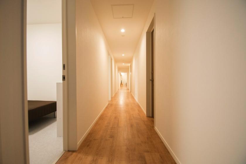 1C_sen_hallway_01